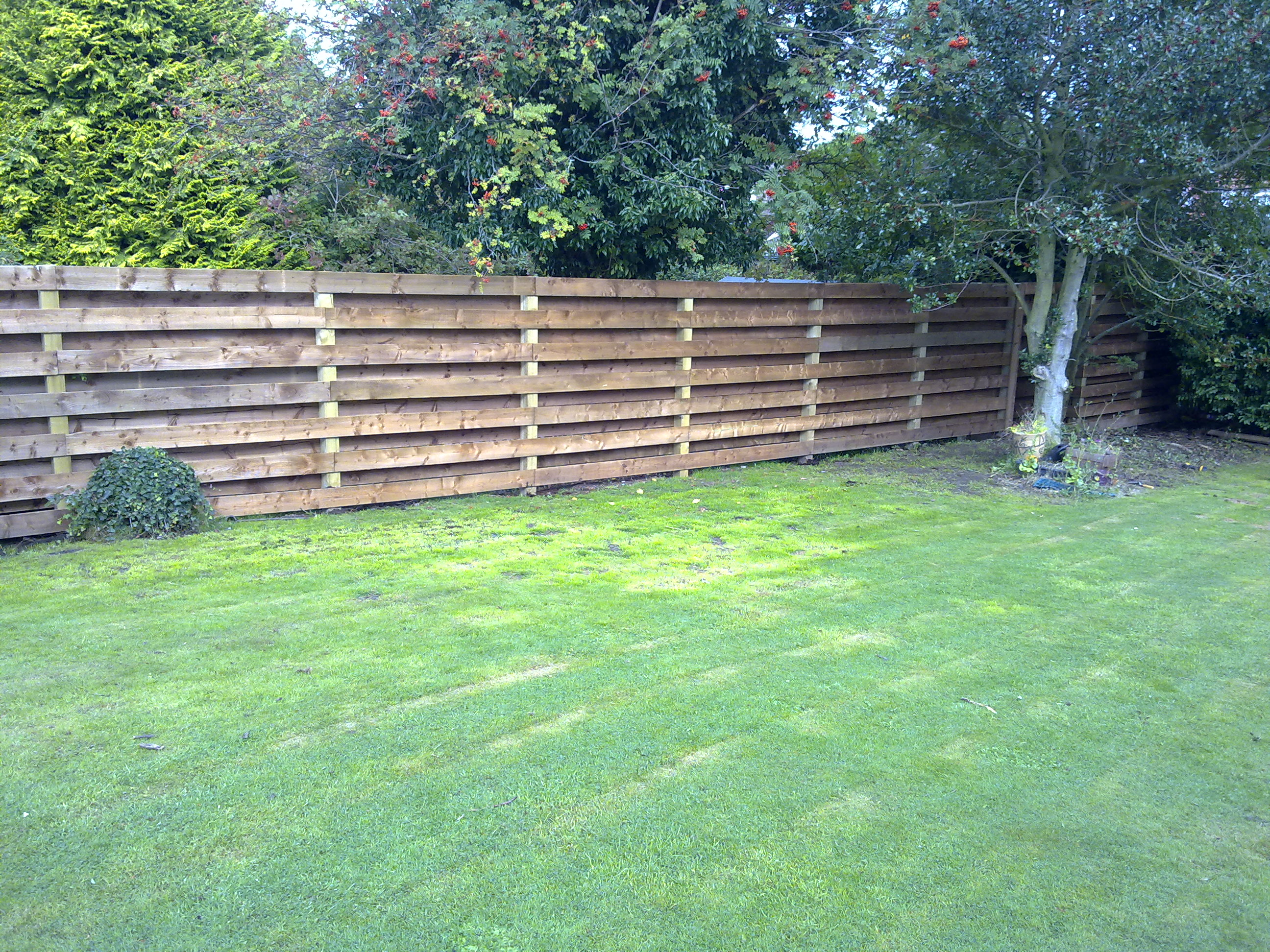 Superior Garden Fencing Edinburgh   The Garden Construction CompanyThe Garden  Construction Company