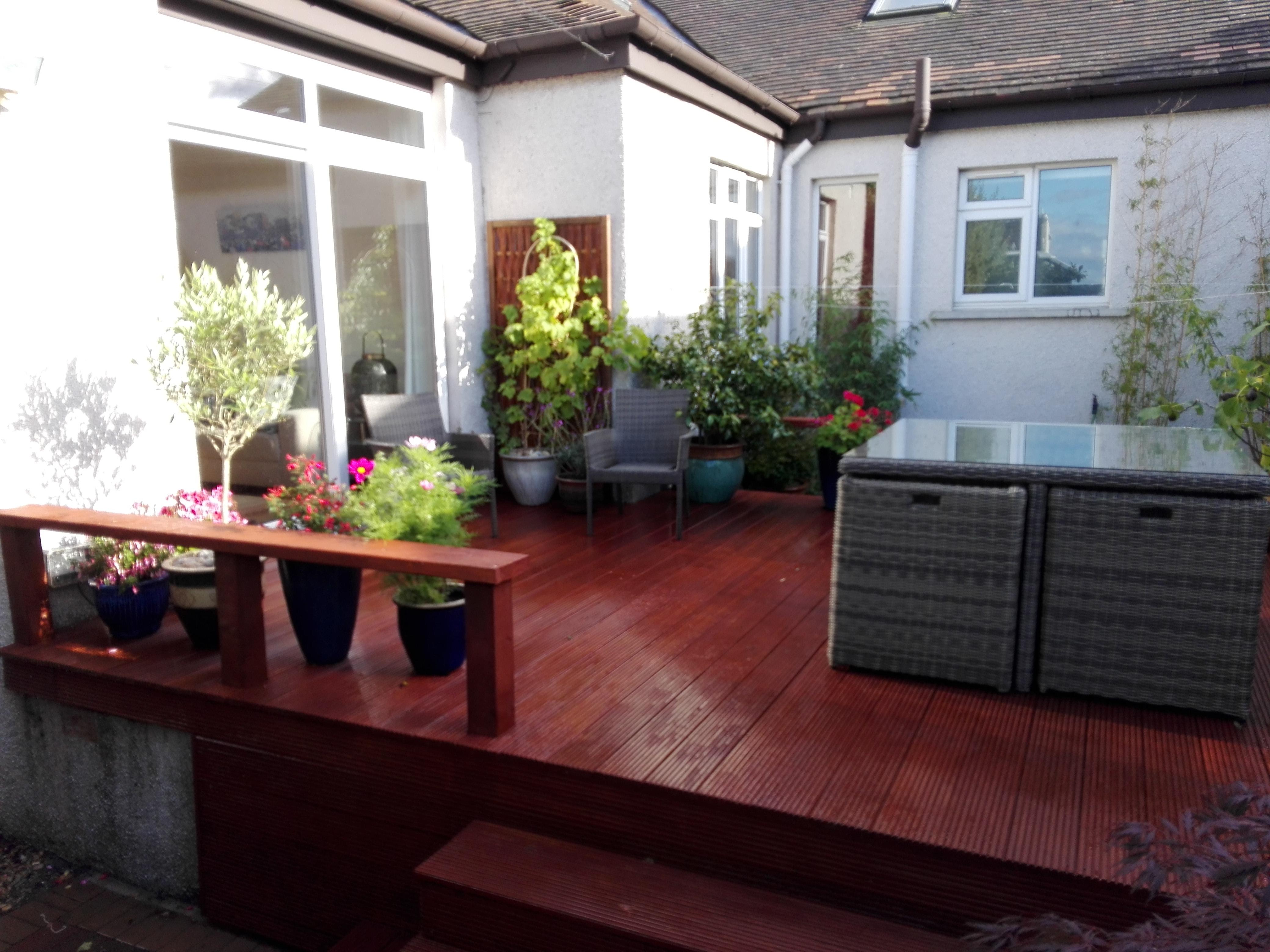 Landscape gardeners edinburgh hardwood deck ing the for Garden decking edinburgh